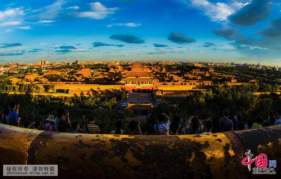 北京形胜甲天下,诚万古帝王之都!五千年的辉煌历史,信誉四海的华夏文明,足以上人叹为观止。这组图是摄影师一年内记录下京城及市郊的风光美景。中国网图片库 杨东摄