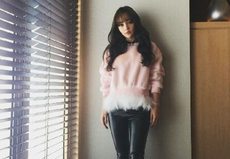 李小璐 浓妆 模特 明星 皮裤 淘宝 娱乐网 四不像 发型 网友