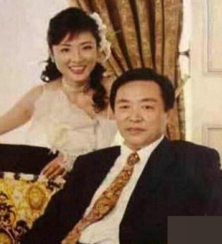 周涛和现任丈夫路云-揭央视美女主持背后的男人们 董卿甘做 小三