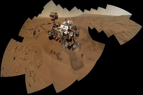 """美国""""好奇号""""火星车发回自拍照"""