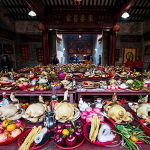 深圳大万世居新年祭祖 鞭炮红遍地祭品摆满堂[组图]