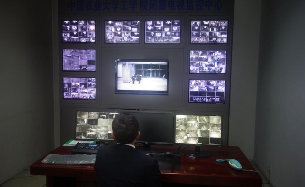 网络媒体走转改:春节的校园卫士