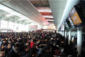 大连机场300多航班取消 滞留旅客约1.4万人