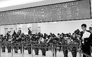深圳南京现连夜抢房景象 上海352套豪宅被抢光
