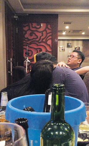 「獨家流出」香港二世祖開房狂歡
