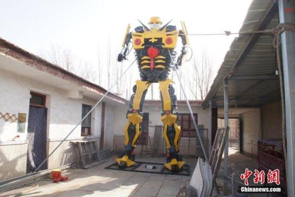 甘肃农家小伙用破铜烂铁做6.8米