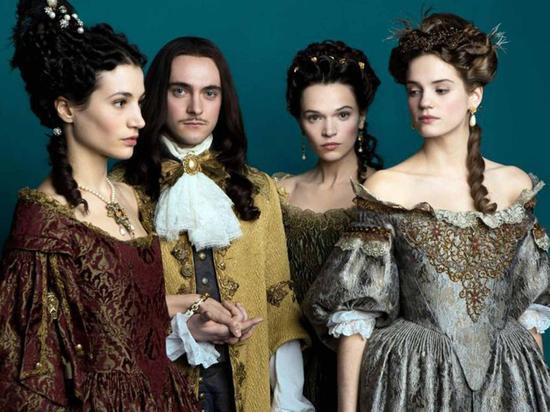 歷史上路易十四的私生活本就相當精彩