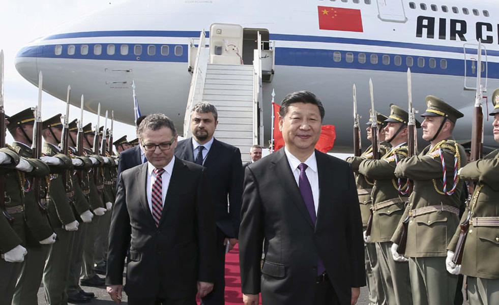 习近平抵达布拉格 开始对捷克共和国进行国事访问
