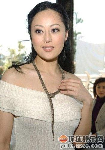 大美女撸大奶乱伦_不守妇道偷食的女星 李赛凤与干儿子乱伦网丢避孕套