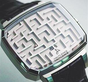 售价8万手表看不了时间可玩迷宫