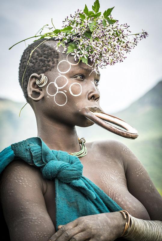 世界最老的人体艺_全球最极端人体艺术:苏尔马人的唇盘