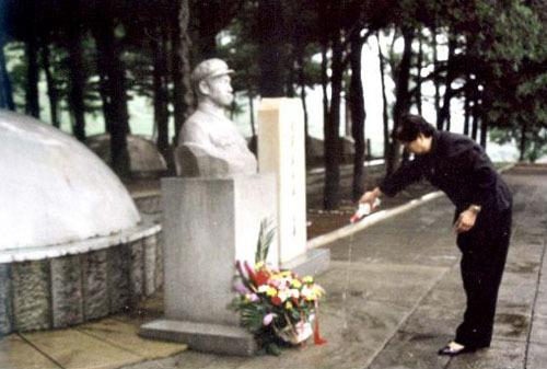 ...战争嘛总要有伤亡没得关系谁让他是毛泽东的儿子呢……岸英...