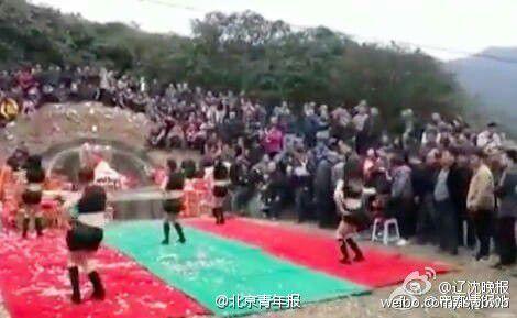 坟头蹦迪!广东一墓地现性感美女坟前热舞拜祭