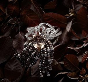 魅力珠宝 白衣就是你的画板(图)