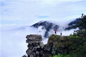 """江西庐山现壮观""""瀑布云海"""" 如梦如幻"""