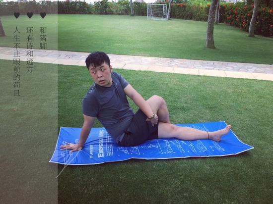 画面太美!杜海涛赋诗凹造型 肥肉明显大腿粗壮