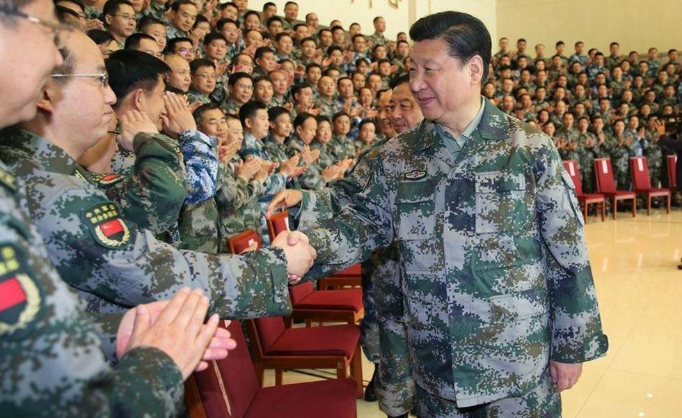 习近平穿迷彩服视察军委联合作战指挥中心