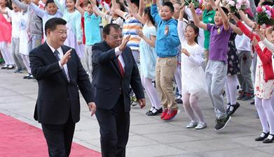 习近平同老挝人民革命党中央总书记举行会谈