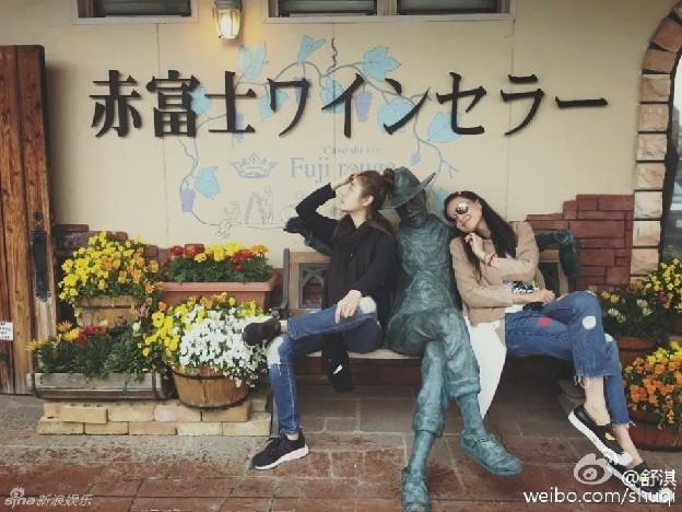 林心如舒淇日本度假 一个冷脸一个笑容甜