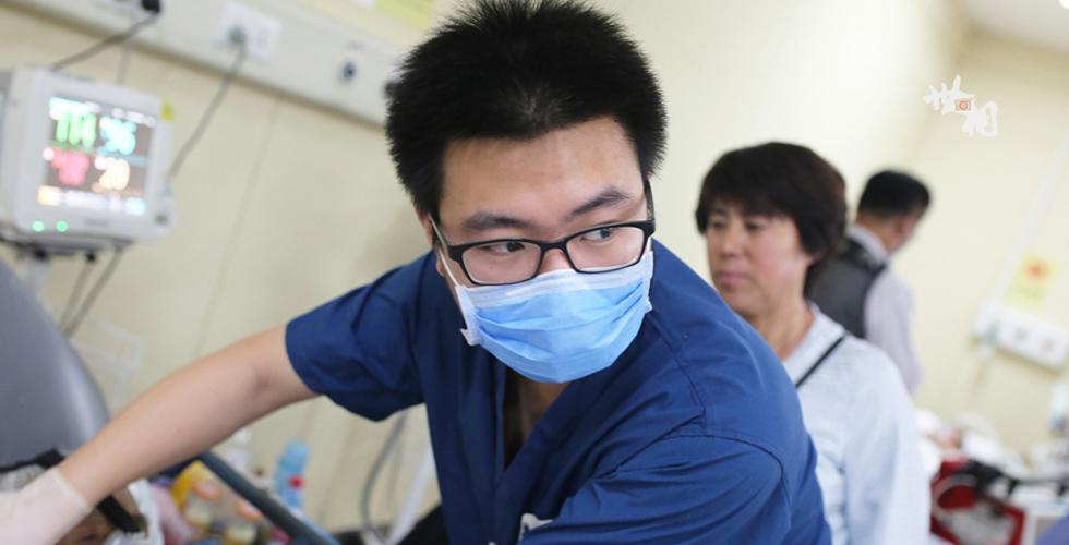护士节特刊:急重病房的男护士
