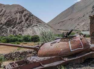 大国坟场:实拍阿富汗山谷残存的苏军坦克