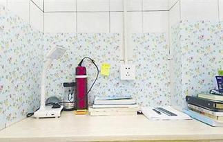 浙江高校废弃浴室改成自习室 别有一番风味
