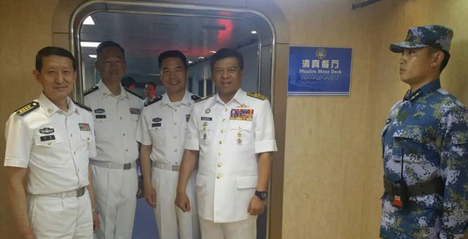 馬來西亞海軍司令訪問遼寧艦