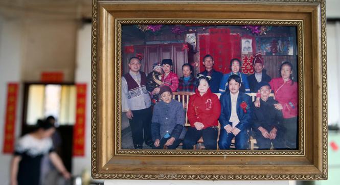 【世相】五个民族的十口之家