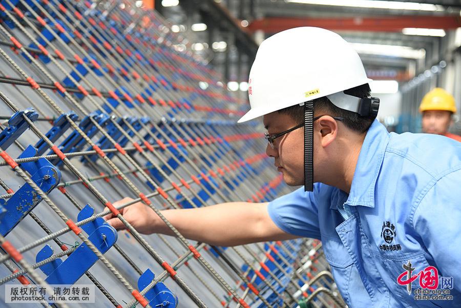 [大国工匠]高铁筑路人聂江华 - 人在上海    - 中国新闻画报