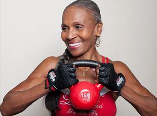 80岁奶奶拥有魔鬼身材 每天跑步16公里