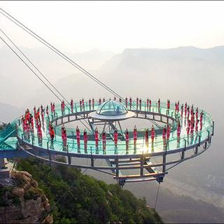 """""""世界之最""""玻璃观景台练瑜伽 观日出"""
