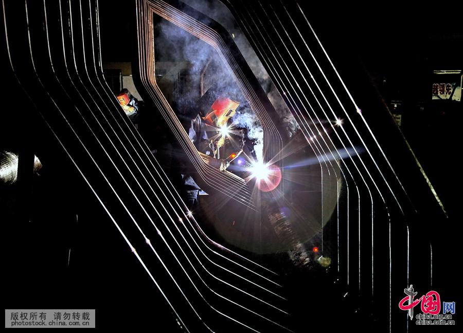 """大国工匠:东方锅炉里的""""钢铁裁缝""""江兴浩[组图] - 人在上海    - 中国新闻画报"""