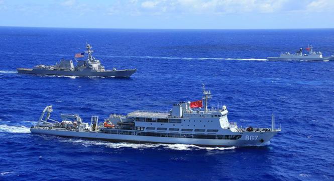 中美舰艇编队组织运动训练