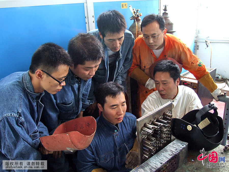 大国工匠:焊接大师孔建伟[组图] - 人在上海    - 中国新闻画报