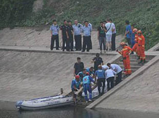 北京通惠河一男子两度下河自杀 最终溺亡