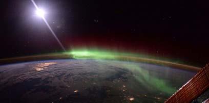 国际空间站宇航员拍摄极光:色彩绚烂 华丽震撼