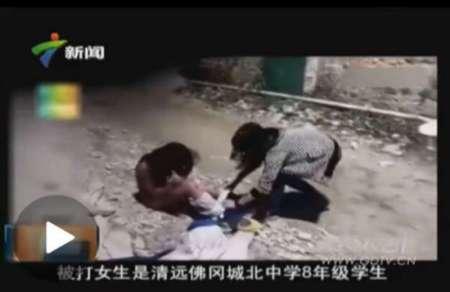 州初中女生打架扒衣_初中女生被另一名女生毒打扒衣飞踹下体