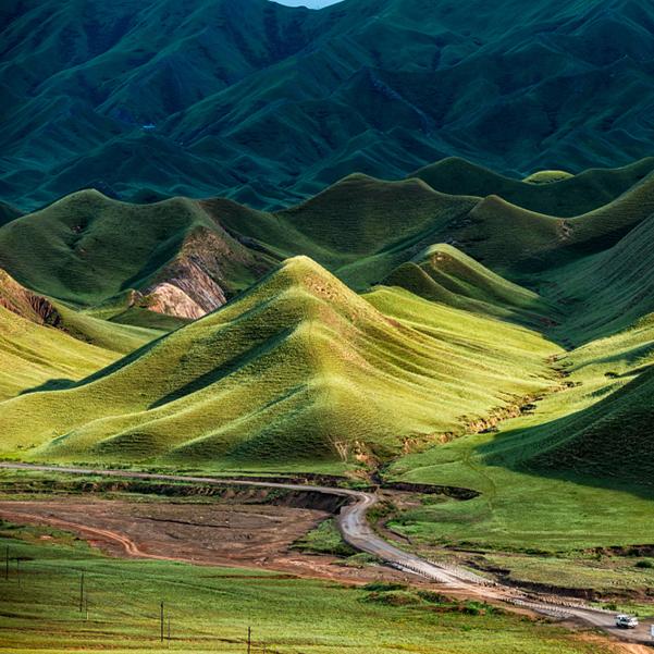 国防公路新疆101省道 孤单50年的天山走廊[组图]