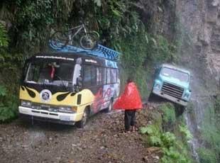 世界第一危险公路 每年死两百多人