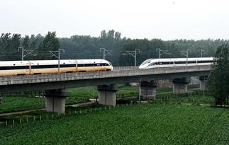中国标准动车组成功进行世界最高速交会试验