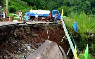 209国道湖北宣恩段发生地质滑坡