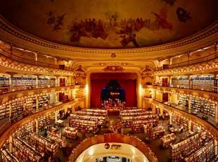 耳目一新:百年前剧院变身壮丽绝美书店