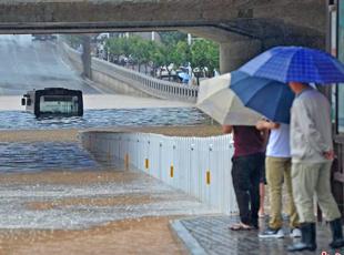 """中国北方开启""""暴雨模式"""" 多地迎入夏最强降雨"""