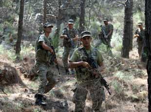 土耳其军队深山搜捕参与政变军人