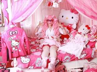 英国女子疯狂迷恋凯蒂猫 打算移居日本
