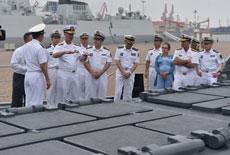 军情24小时:美海军作战部长登054A舰细看垂发