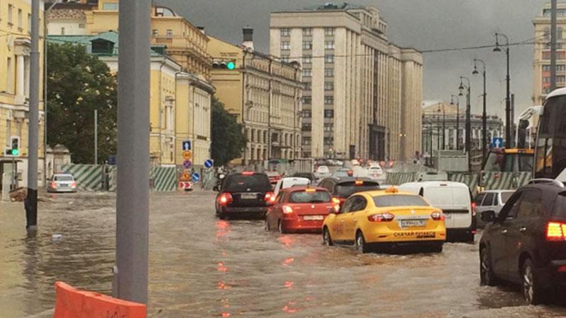 """莫斯科遭数轮暴雨袭击进入""""看海""""模式"""