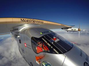 人类首次太阳能环球飞行成功