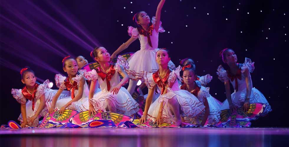 贫困村里出了个少年舞蹈团