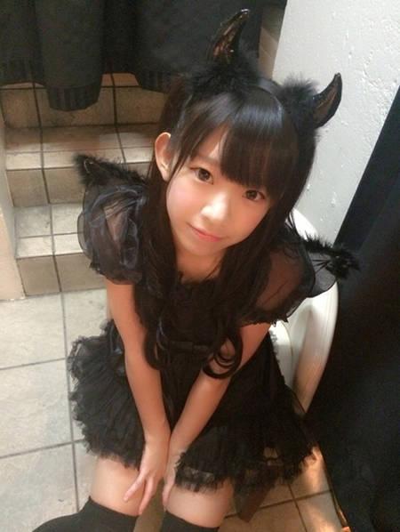日本十岁小女孩被强��`f��,z)�h�_日本90后少女 长相清纯酷似小学生萝莉[组图]